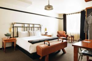 A bed or beds in a room at Chicago Athletic Association – in The Unbound Collection by Hyatt