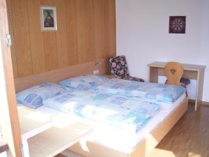 Ein Bett oder Betten in einem Zimmer der Unterkunft Gasthof Anny