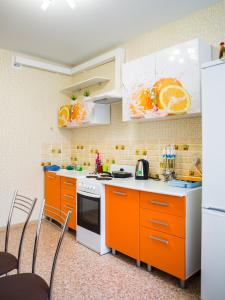 A kitchen or kitchenette at Apartment in Olimpiyskiy