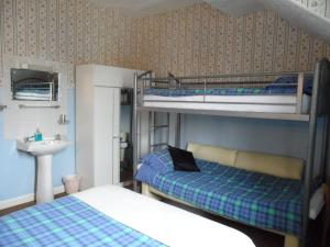 A bunk bed or bunk beds in a room at Galway Guest House