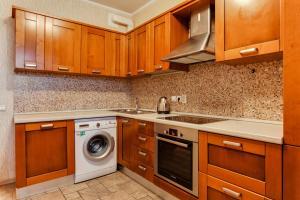 A kitchen or kitchenette at Apartment on Troitskaya