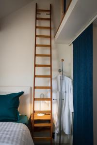 A bunk bed or bunk beds in a room at BC bed en comfort