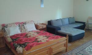 A bed or beds in a room at Villa Karibu Hévíz