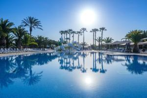 The swimming pool at or close to Camping Vendrell Platja