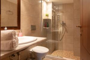 A bathroom at Porto Sisi Hotel Apartments