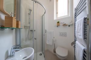 Een badkamer bij Prague Centre, Fully Air conditioned, apt 2