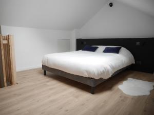 Un ou plusieurs lits dans un hébergement de l'établissement Le Chat Qui Dort - Bords de Deule
