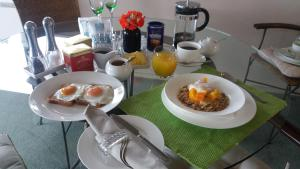 Breakfast options available to guests at Molyneux House