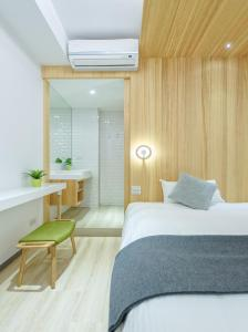 A bed or beds in a room at Meander Taipei Hostel - Ximending