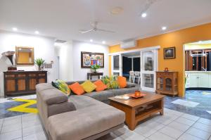 A seating area at Mistral Tropical Beach House