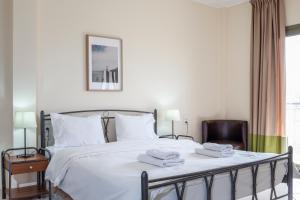 Ένα ή περισσότερα κρεβάτια σε δωμάτιο στο Hotel Marathia
