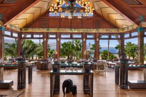 A restaurant or other place to eat at Orchid Eilat Hotel