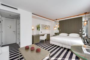 A bed or beds in a room at Le A