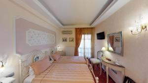A bed or beds in a room at Hotel Mirto