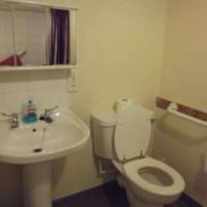 A bathroom at The Thistle Inn