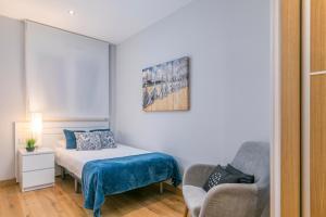 Ein Bett oder Betten in einem Zimmer der Unterkunft Zurriola Suites by Forever Rentals