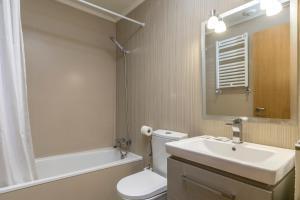 Ein Badezimmer in der Unterkunft Zurriola Suites by Forever Rentals