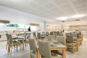A restaurant or other place to eat at Hotel Best Cap Salou