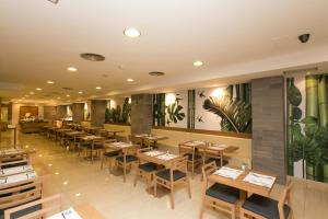 Een restaurant of ander eetgelegenheid bij Hotel Don Pepe - Adults Only
