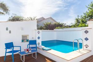 The swimming pool at or near Vero Sicily - La Ventosella