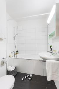 Ein Badezimmer in der Unterkunft Swiss Star Zurich Sihlfeld - contactless self check-in