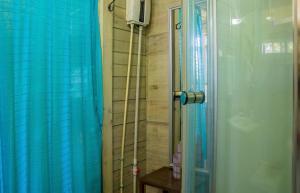 A bathroom at The Hummingbird Palace /1 bedroom Lush Studio