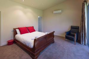 A bed or beds in a room at 141 Providence Drive, Bowhill
