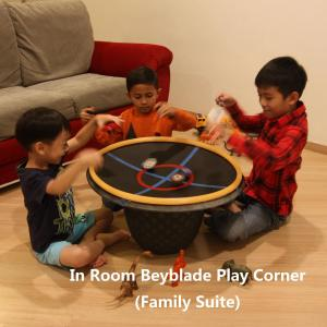 A family staying at Luxfort 118 Service Suites