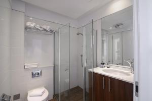 A bathroom at Maris Hotel