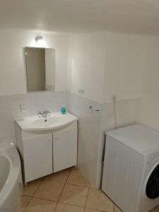 Koupelna v ubytování Ateliér sklep