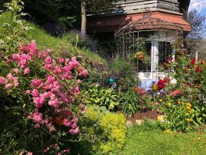 Ein Garten an der Unterkunft Feichterhof