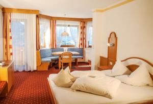Ein Sitzbereich in der Unterkunft Hotel Pension Romantica