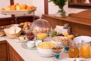 Breakfast options available to guests at Luna Hotel