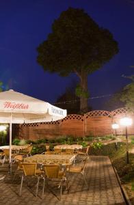 A restaurant or other place to eat at Pension Elli Krössner