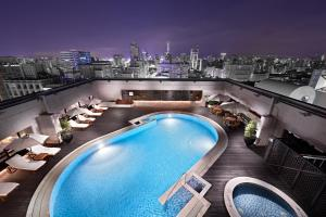 A view of the pool at Sheraton Grand Taipei Hotel or nearby