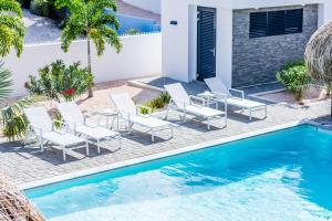 A piscina localizada em La Royal Penthouse Apartment Jan Thiel ou nos arredores
