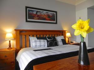 A bed or beds in a room at Moore Park Inn