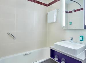 A bathroom at Jurys Inn Exeter
