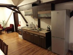Kuchyňa alebo kuchynka v ubytovaní Eden House