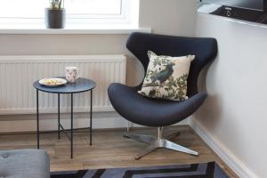 A seating area at Blackbird Luxury Apartments Room 4