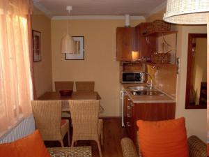 A kitchen or kitchenette at Örökzöld Apartmanok Balatonfenyves