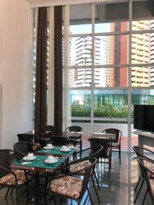 A restaurant or other place to eat at VIP Beira Mar Residence