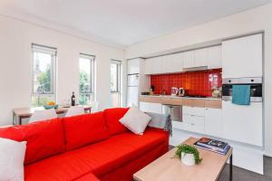 A kitchen or kitchenette at 3 Bed North Terrace #42