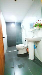 A bathroom at Green Box Capsule Hostel & Hotel