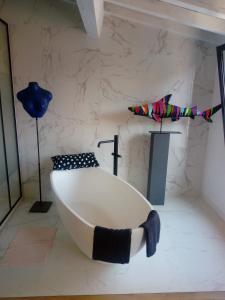 A bathroom at le dit vin secret