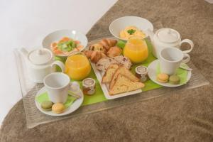 Breakfast options available to guests at Résidence Hôtelière Natureva & Spa