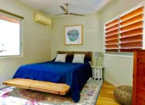 A bed or beds in a room at Mandalay Villa - 5 Mins Drive to Airlie Beach