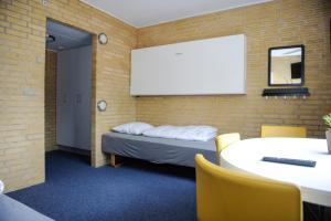 En eller flere senge i et værelse på Hostel Idrætscenter Jammerbugt