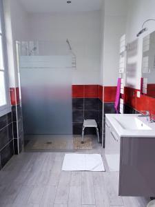 Salle de bains dans l'établissement Domaine de L'Arche de René