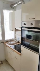 A kitchen or kitchenette at Apartment Poreč Balota